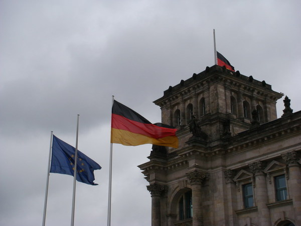 歐盟旗與德國國旗並列