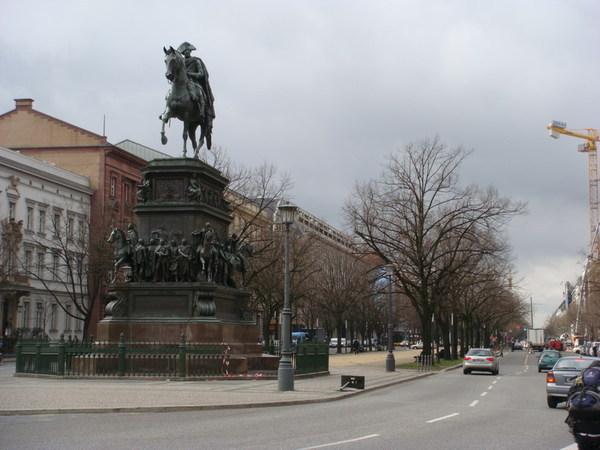 Frederick II 的雕像