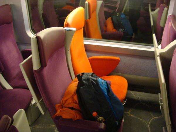 TGV的座位比較狹小