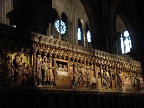 巴黎聖母院內部
