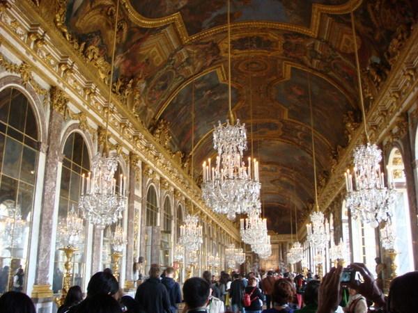 富麗堂皇的鏡廊