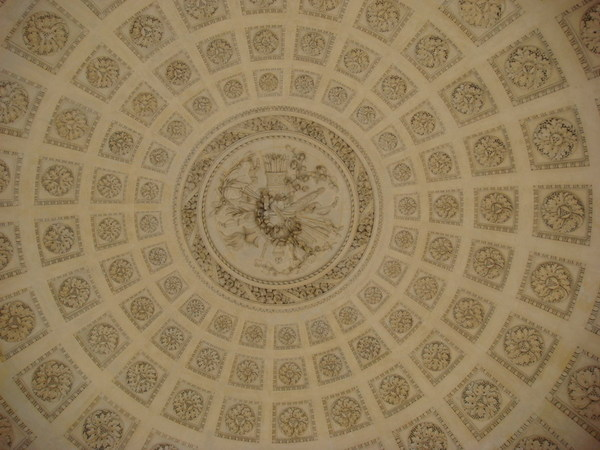 不知名建築的天花板