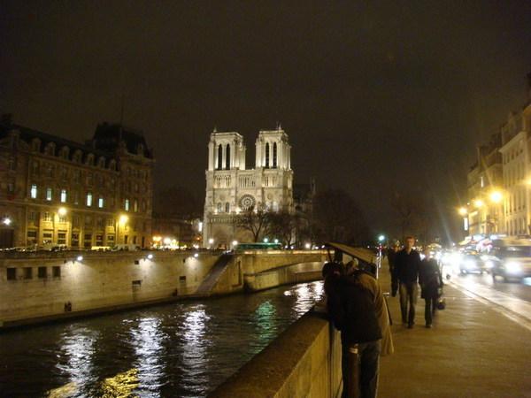 聖母院夜景