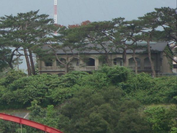 在北濱路上眺望松園別館