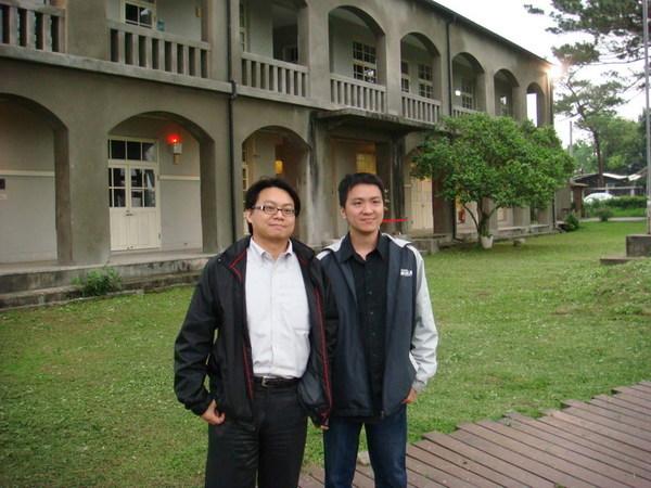 和學長在松園別館前