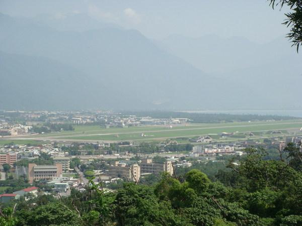 美崙山頂眺望花蓮機場方向
