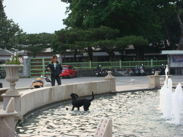 舊站的「石來運轉」噴水池