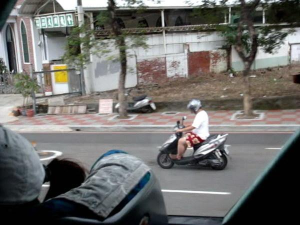哲宇騎車英姿