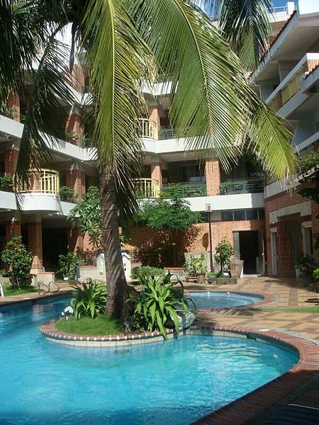飯店泳池最後一瞥