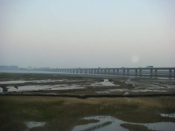 廈門大橋,更過去是海堤