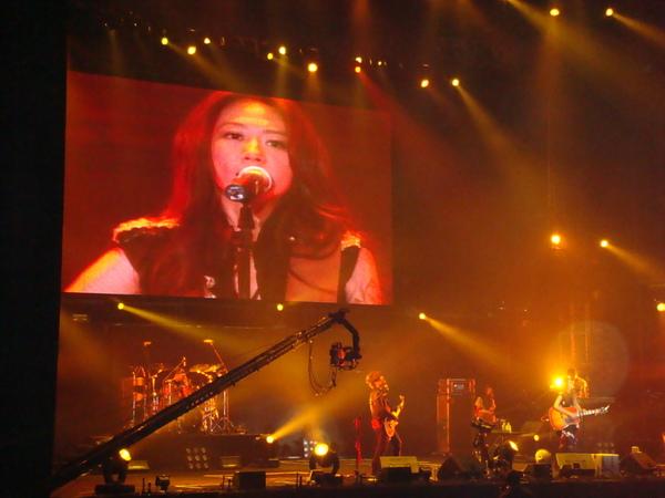 綺貞在舞台上