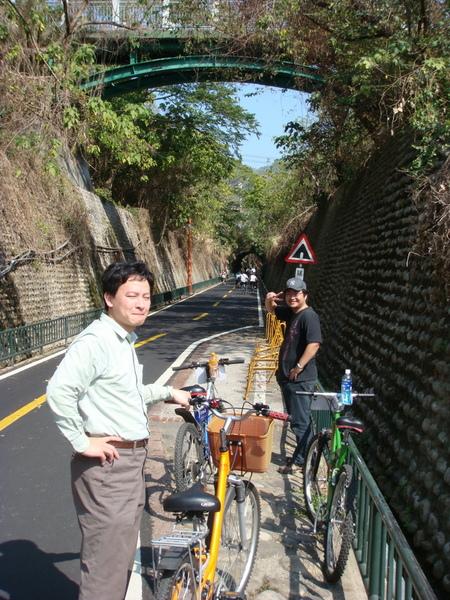 騎在舊東豐鐵路上