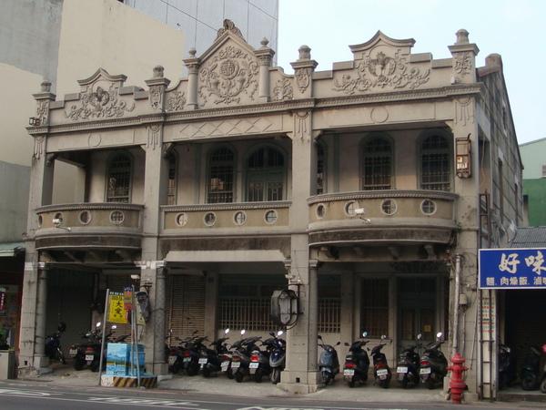 東門外街上的建築