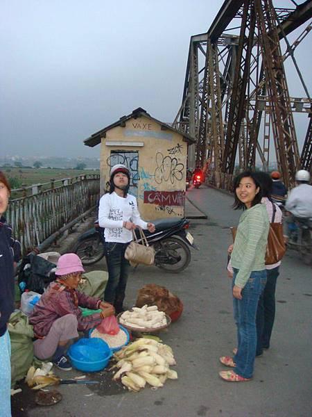 龍邊大橋邊上還是市場