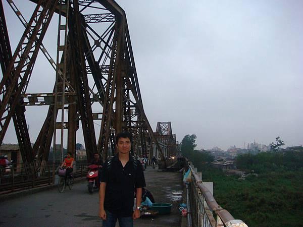 我在龍邊大橋上
