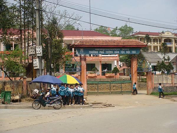 旅館旁邊的小學