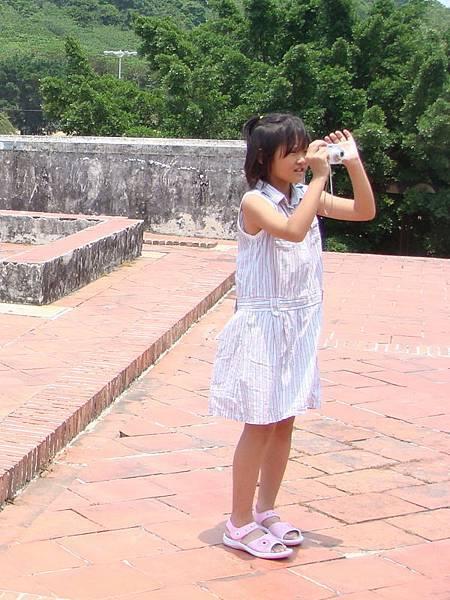 小妹妹在拍照