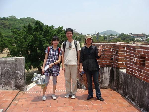我、佩蓁和師母在東門上