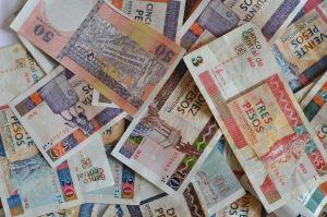 1212572_cuban_convertible_pesos.jpg