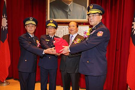 臺中市新任警察局長邱豐光就任