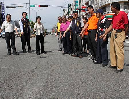 路面老化破損影響行車安全楊瓊瓔爭取重鋪柏油