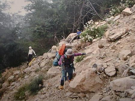 梅雨季節登山留意落石雷擊