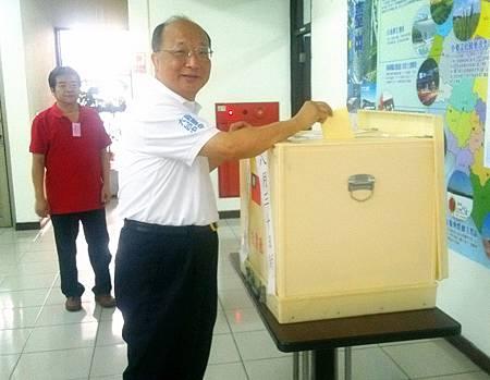 胡市長出席國民黨台中市黨部中常委選舉投票