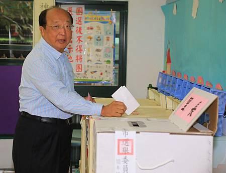 胡志強投票1B