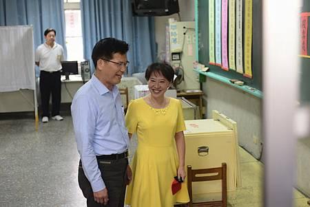 林佳龍與妻子廖婉如投票