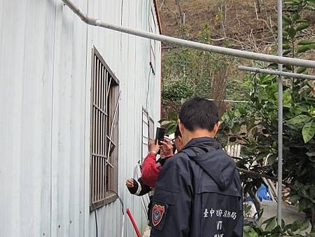 警、消合力破窗救護獨居老人