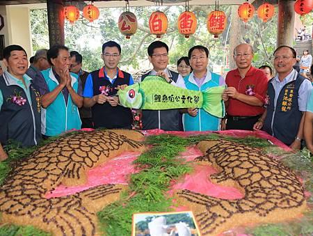 東勢鯉魚伯公文化祭孩童帶絭祈福