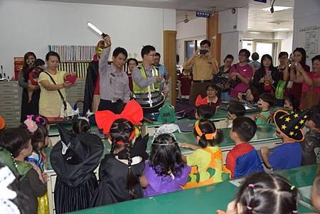幼兒園萬聖節搞怪變裝參訪東勢警所