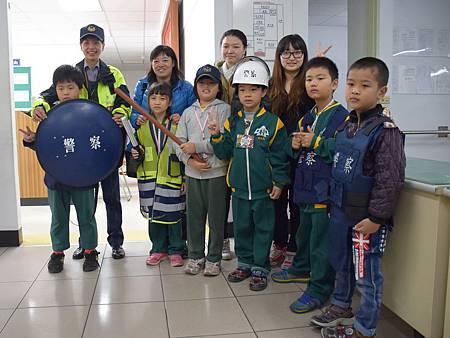 中科國小學童校外教學參訪東勢警所