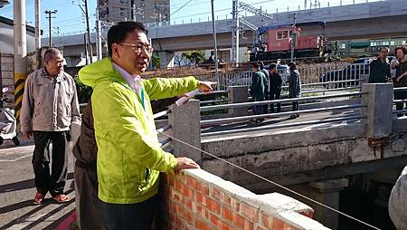 謝志忠:儘速拓寬過窄橋樑