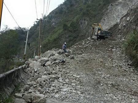 T道路坍方