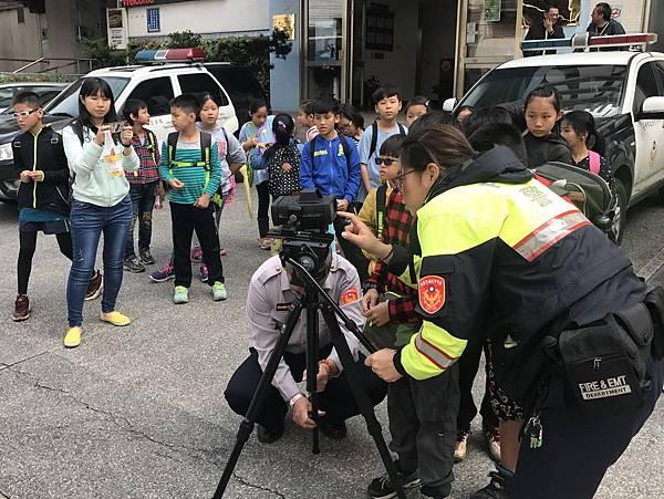 H參訪東勢警局3.jpg