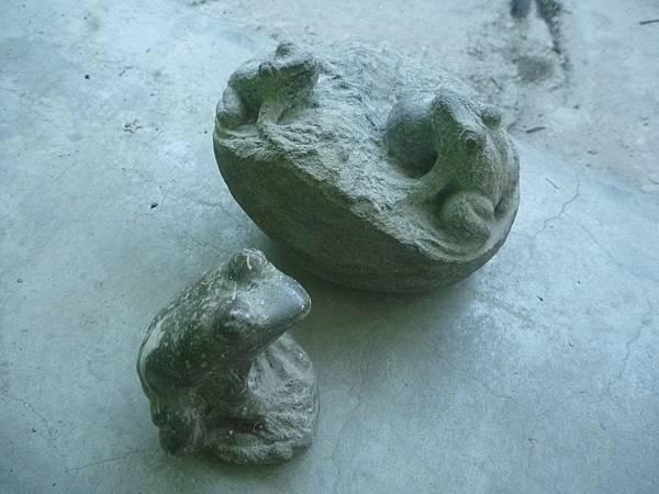 H石雕青蛙.jpg