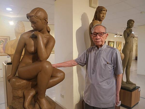 H王水河雕塑2.jpg