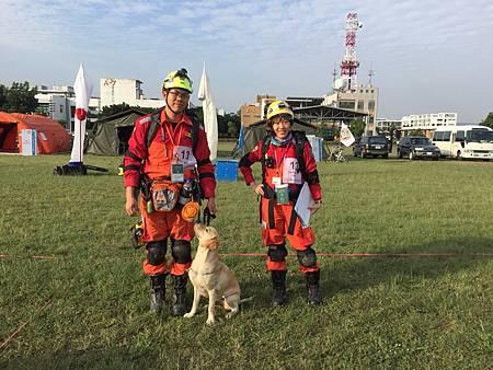 搜救犬通過2.jpg