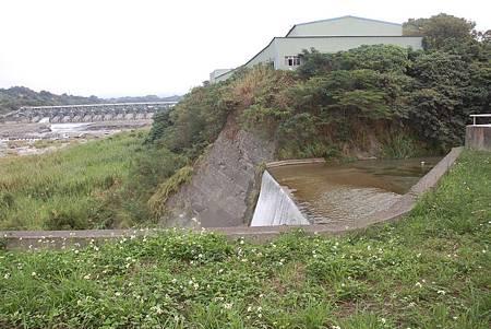 H石岡壩下瀑布1.jpg