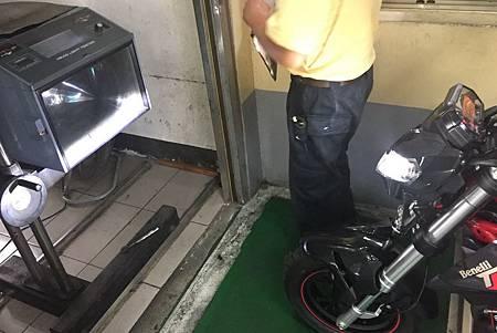 H車輛改裝頭燈.jpg