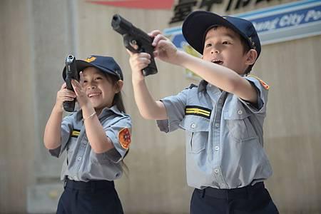 小小警察營1.jpg