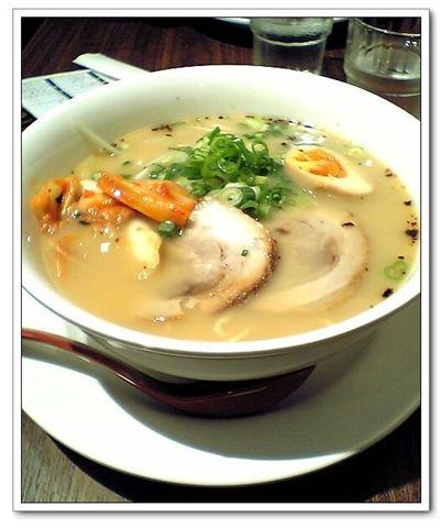 泡菜牛骨白湯拉麵