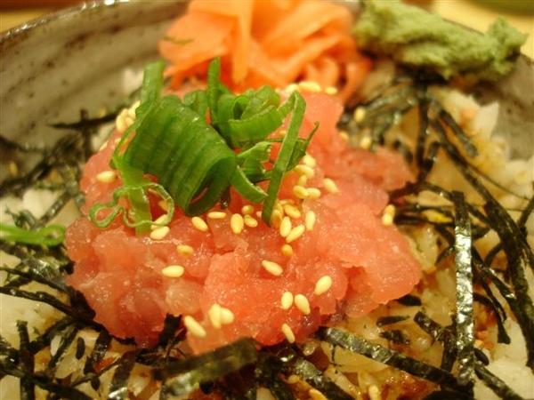 蔥花芝麻鮪魚丼