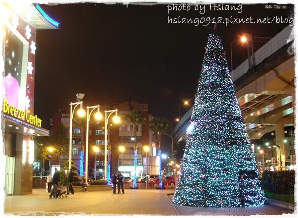 台北微風市民廣場聖誕樹