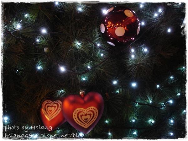 台北微風市民廣場聖誕樹裝飾物