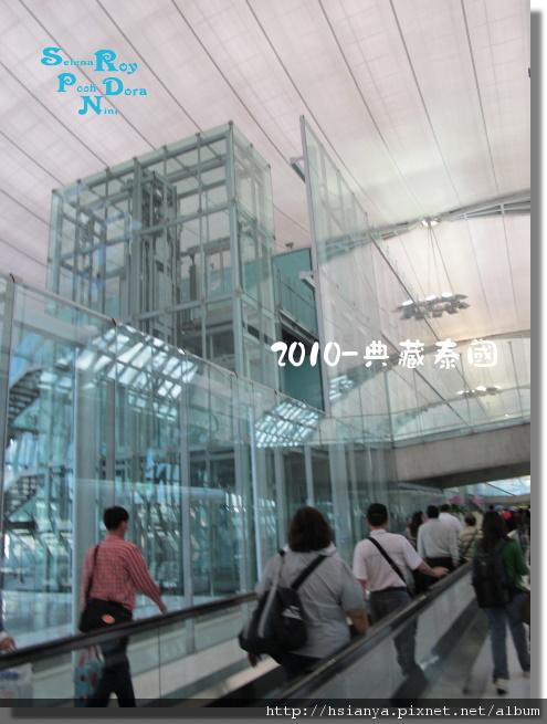 P991116-泰國機場 (1).JPG