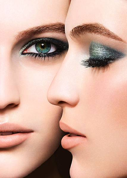 Chanel-Les-4-Ombres-image_Chanel-Eye-Makeup-Charts