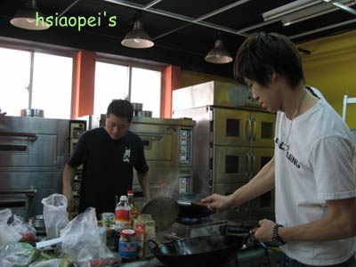 090509四月在廚房1--冠宏阿昌.jpg