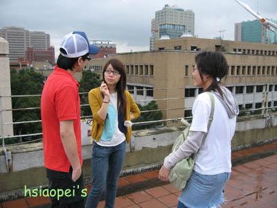 090511在台北國際藝術村4--思榕和兩位義工.jpg
